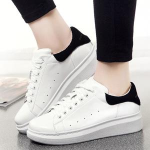白色真皮板鞋