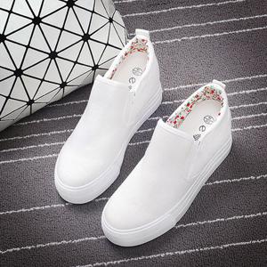 白色一脚蹬懒人鞋